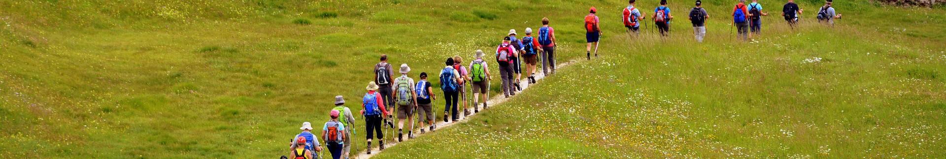 hiking-2540189-1920-528
