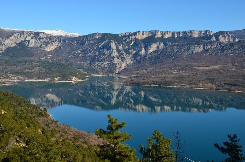 L'entrée des Gorges et le lac de Sainte-Croix